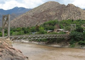 Puente Chacanto, casi centenario y en peligro de colapso por corrosión y rajaduras.