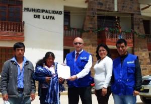 Primera Acta que se procesa a través de Registros Civies en Linea es entregada a la madre de una recién nacida en Luya.